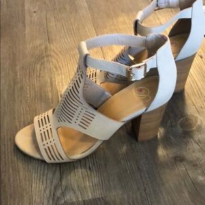 Tan cut-out stacked heel shoe